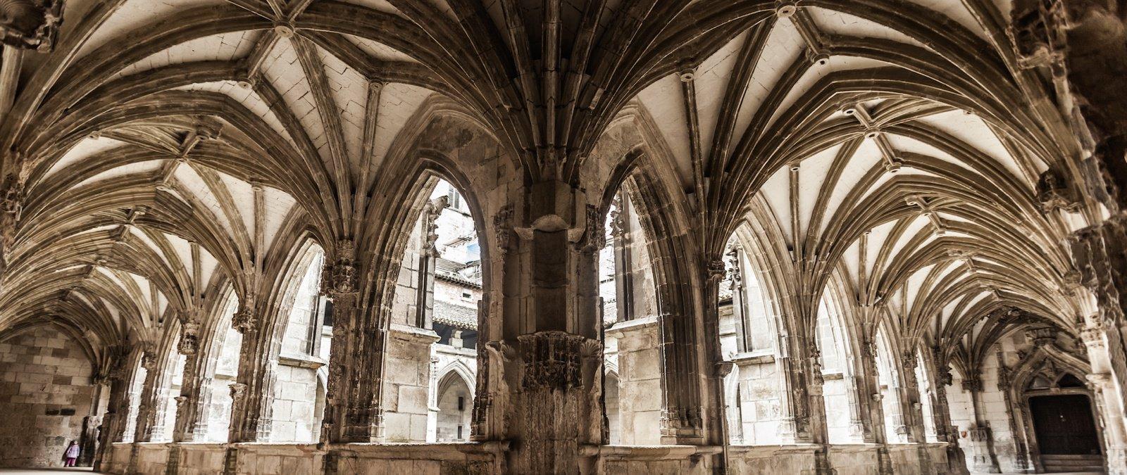 Đặc điểm của kiến trúc Gothic