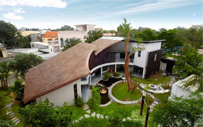 Biệt thự mái lá kiến trúc hiện đại 2