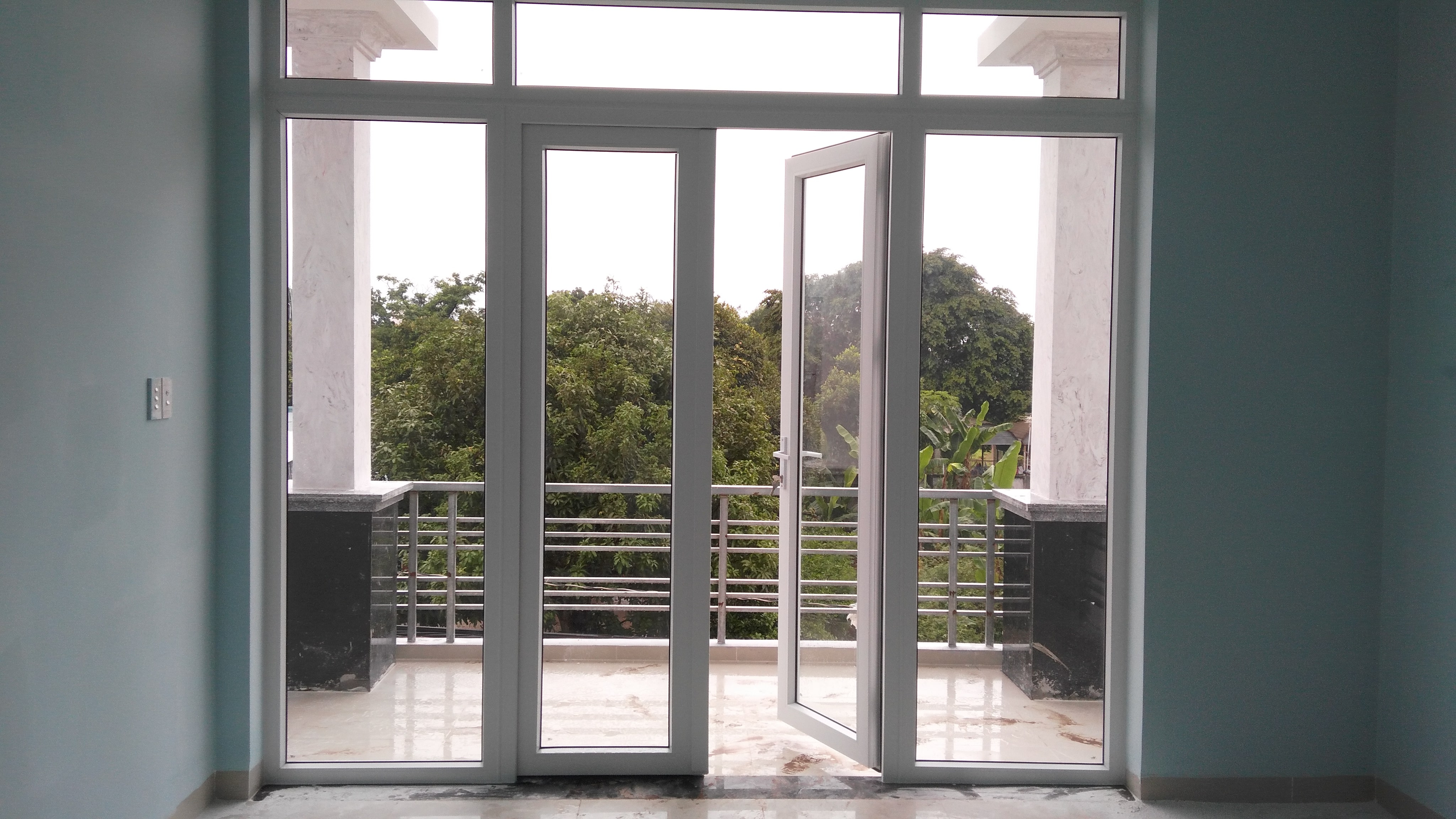 Mẫu cửa được sử dụng trong thiết kế biệt thự hiện đại 1