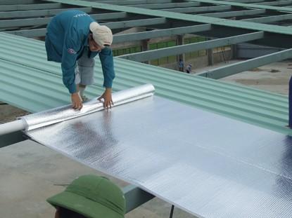 Chống nóng mái tôn nhà biệt thự bằng tấm lợp cách nhiệt