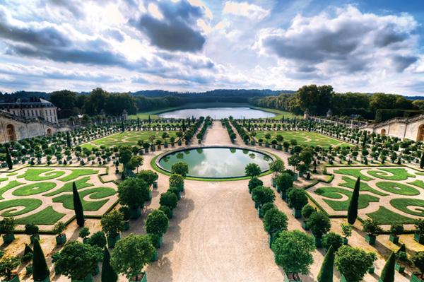 Thiết kế sân vườn Châu Âu cho mẫu biệt thự đẹp - 1