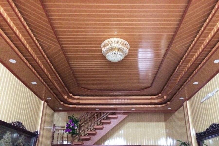 Chống nóng mái tôn nhà biệt thự bằng lớp trần nhựa